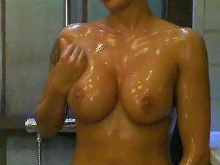 Hungarian Celebrity Dori Have A Bath